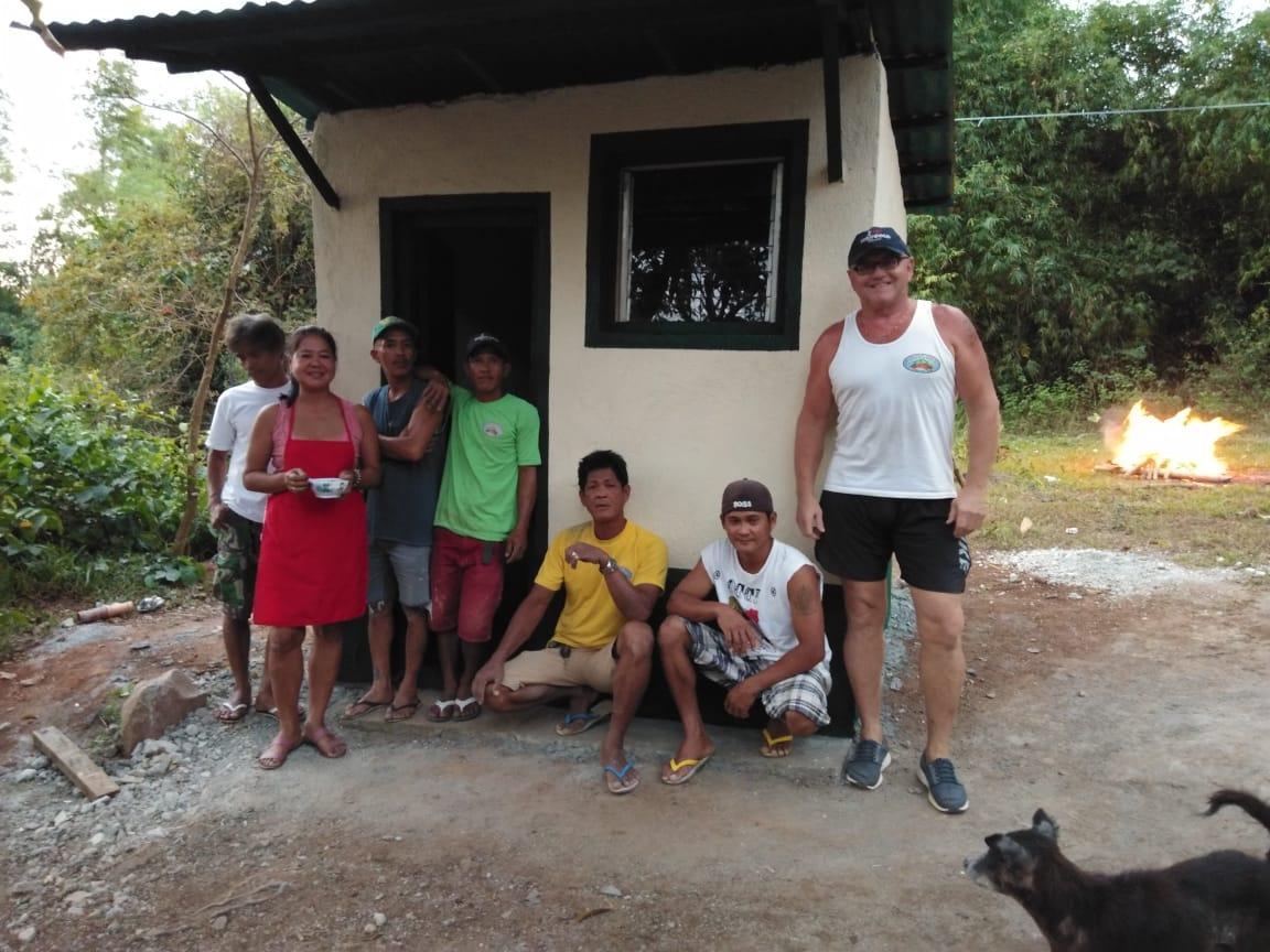 Výstavba koupelny pro domorodých obyvatel kmene Aita, Filipíny